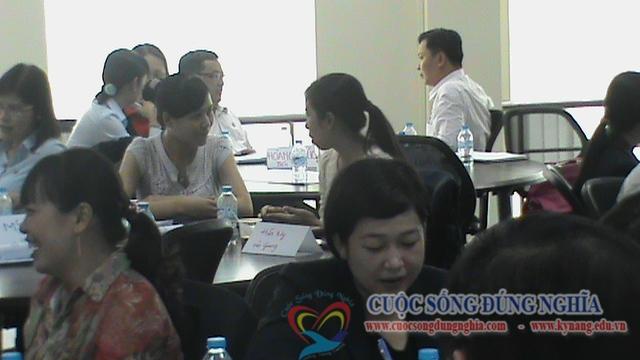 dao-tao-ky-nang-ban-hang-dam-phan-sacombank-2