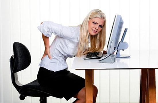 Tư thế sử dụng laptop có hại cho sức khỏe